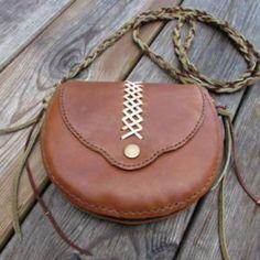 Sacoche en cuir marron artisanal entièrement fait main