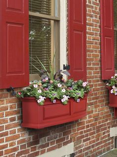The Nantucket window box features a bowed front, raised panel design, pronounced crown molding detail and built-in overflow drains. - Sub-irrigation water system, encourages root growth - Our molded p