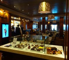 The Godiva Lounge - The Queen Mary 2  Photo: Calvin Wood