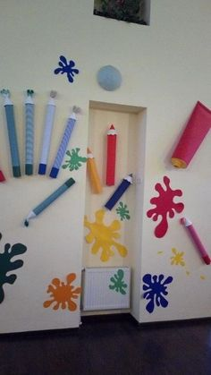 Art class decoration ideas - Preschool - Aluno On Art Classroom Decor, Classroom Door, Classroom Themes, School Murals, Art School, Decoration Creche, Kunst Party, Preschool Decor, School Displays