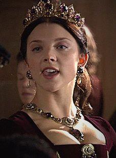 Showtime series The Tudors. Natalie Dormer as Anne Boleyn. A VERY Sexy Anne Boleyn at that! Mary Boleyn, Anne Boleyn Tudors, Los Tudor, Tudor Era, Tudor Series, The Tudors Tv Show, Tudor Dress, Sarah Bolger, Tudor Costumes