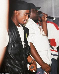 2pac Music, 2pac And Biggie, Tupac Art, Tupac Pictures, Estilo Cholo, Best Rapper Ever, Tupac Makaveli, Gangster Rap, Tupac Shakur