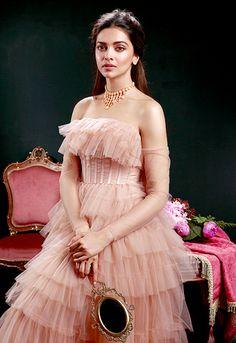 Take a look at the latest images of Deepika Padukone. Bollywood Stars, Bollywood Fashion, Hijab Fashion, Fashion Dresses, 80s Fashion, Fashion Beauty, Women's Fashion, Fashion Tips, Deepika Padukone Latest