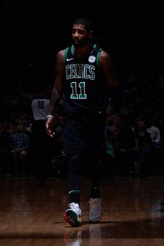 """""""Dark rises its demons…as the sense of betrayal floats in the air…it makes y… – SPORT PİNTEREST Mvp Basketball, Basketball Posters, Basketball Pictures, Basketball Legends, Nba Basket, Basket Ball, Kyrie Irving Celtics, Flavia Laos, Inside The Nba"""