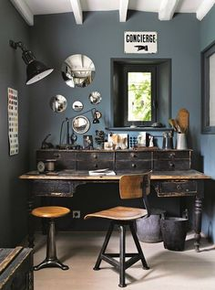 Check Out 32 Inspiring Boho Chic Home Office Design Ideas. A boho chic home office is a peculiar space, it's full of colors, patterns, fantasy and joy. Vintage Industrial Decor, Industrial House, Industrial Interiors, Industrial Style, Industrial Workspace, Industrial Apartment, Industrial Lighting, Small Workspace, Rustic Desk