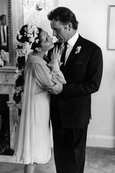 Elizabeth Taylor and Richard Burton, 1964 | 41 Insanely Cool Vintage Celebrity Wedding Photos