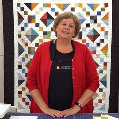 Simple four-patch-blocks and half-square triangles are all it takes to create this gorgeous new quilt! Jenny Doan demonstrates how it all comes together with ease by using precut fabric squares! Missouri Star Quilt Pattern, Missouri Star Quilt Tutorials, Quilting Tutorials, Msqc Tutorials, Quilting Designs, Quilt Festival, Jellyroll Quilts, Patchwork Quilting, Hexagon Patchwork