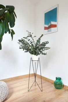 Plant Stand Bati - Beautiful and functional plant stands. Metal Planters, Planter Pots, Perfect Plants, Butterfly Wings, Contemporary Interior, Own Home, Minimalist Design, Flower Power