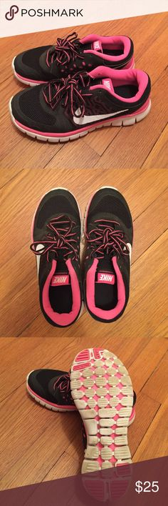 Youth Girls Nike Flex 2015 Sneakers Pre-Owned. Very Comfortable. Size youth 3.5. Nike Shoes Sneakers
