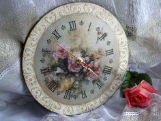 Часы «Незамысловатые» http://dcpg.ru/blogs/5568/ Click on photo to see more! Нажмите на фото чтобы увидеть больше! decoupage art craft handmade home decor DIY do it yourself clock Materials and techniques: print stencil wax varnish etc.
