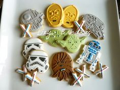 @Mari Monroe Aren't these amazing?!?! Looks like a lot of work though. But, cute for Star Wars party!