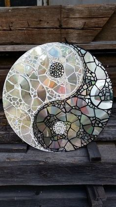 Creative Diy Ways to Reuse Old CDs – Best Craft Projects - Upcycled Crafts Old Cd Crafts, Upcycled Crafts, Home Crafts, Fun Crafts, Best Crafts, Cd Diy, Cd Mosaic, Mosaic Crafts, Mosaic Mirrors