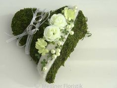 Ring Pillow moss-heart with silk roses, silk viburnum, beads, artificial green, felt and organza ribbon. Cushion Ring, Ring Pillow, Cushion Diamond, Wedding Anniversary Gifts, Wedding Gifts, Wedding Ring, Decoration Evenementielle, Silk Roses, Woodland Party
