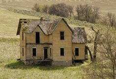 Old Yellow by swainboat ~ Abandoned farm house on Eight Mile Rd. near the Dalles, in Central Oregon. Abandoned Farm Houses, Abandoned Property, Old Farm Houses, Abandoned Mansions, Old Buildings, Abandoned Buildings, Abandoned Places, Abandoned Castles, Haunted Places