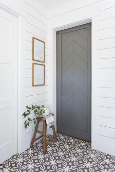 New living room white silver floors 62 Ideas Living Room White, White Rooms, New Living Room, Bathroom Renos, White Bathroom, Bathroom Plants, Master Bathroom, Zebra Bathroom, Shiplap Bathroom