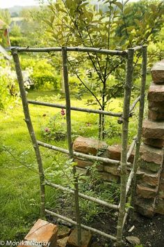 Diy garden trellis - The soul in a northern garden Unique Garden, Diy Garden, Cottage Gardens, Farm Gardens, Small Gardens, Outdoor Gardens, Potager Garden, Garden Trellis, Garden Hedges