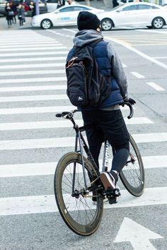 Matters of Practicality Urban Bike, Urban Cycling, Bike Messenger, Bike Photography, Push Bikes, Fixed Gear Bike, Bike Rider, Bike Style, Cycling Bikes