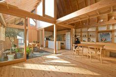 House in Kashiwa is a minimalist residence located Chiba, Japan, designed by ai/yuki CHIDA. Japanese Home Design, Japanese Style House, Home Interior Design, Interior Architecture, Interior And Exterior, Wooden House, House Goals, House In The Woods, Future House