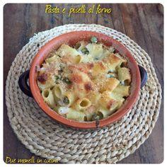 La pasta e piselli al forno è un primo piatto buono, semplice e completo. Grazie alla cottura al forno può essere preparato anche in anticipo.