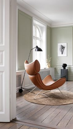 Poised for relaxation - Our Imola armchairs soft curves embody comfort & peaceful reflection. Sofa Design, Furniture Design, Cheap Furniture, Discount Furniture, Boconcept, Deco Paris, Chicago Furniture, Danish Design, Living Room Chairs