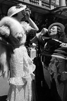 two women outdoors (drinking liquor in seemingly devilish behavior for the times) wearing high fashion dresses including a white fox fur neck piece, United Kingdom, 1934 Glamour Vintage, Vintage Beauty, Vintage Mode, Vintage Ladies, Vintage Style, 1930s Fashion, Vintage Fashion, Funky Fashion, High Fashion Dresses