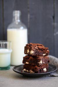 Bestes Brownies Rezept mit Kinderriegel Stücken von Zuckerzimtundliebe.de