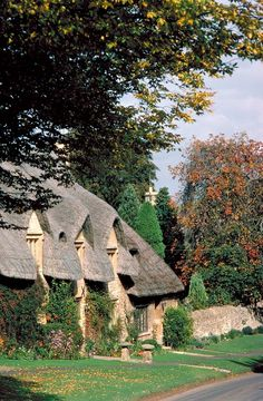 ~The Cotswold Way National Trail is a scenic walk through quiet Cotswold countryside. It starts in Chipping Campden (pictured) and ends in Bath~   <3