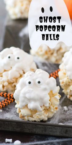 Our family loved making this easy halloween treat! Our family loved making this easy halloween treat! Healthy Halloween Treats, Halloween Treats For Kids, Halloween Baking, Halloween Goodies, Theme Halloween, Halloween Desserts, Halloween Cupcakes, Holiday Treats, Halloween Popcorn Balls Recipe