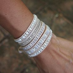 This wrap bracelet features a collection of beads crafted to a strand of white cord in a variety of shapes. ✧ Mix include : MOP (3mm, 4mm), White Howlite (3mm, 4mm), Crystal (3mm, 4mm), plated metal (3mm) ✧ Length : 82cm with adjustable. ✧ Closure : Button ✧ Fits a 6 to 7 inch wrist