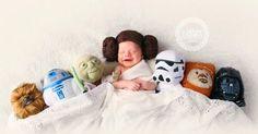 Votre homme est fan de Star Wars? Vous avez un petit faible pour les super héros (ou Candy Crush)? Vous allez adorer ces 50 photos de naissance un brin geeks, recensées par le site Bored Panda!