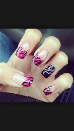 zebra finger nail that are awesome
