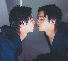 Kento Yamazaki It's okay, you can kiss the mirror we don't mind. Asian Actors, Korean Actors, Pretty Boys, Cute Boys, Good Morning Call, L Dk, Kento Yamazaki, Itsu, Pose Reference Photo