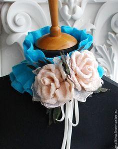 Купить Валяный воротничок Терпкие розы - голубой, валяный воротничок, голубой воротничок, нежный воротничок
