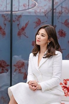 Netizen Buzz: Chinese media reports on the possibility of Song Hye Gyo and Song Joong Ki getting back together after noticing her rings Korean Actresses, Korean Actors, Actors & Actresses, Brunette Actresses, Korean Beauty, Asian Beauty, Song Hye Kyo Style, Korean Celebrities, Celebs