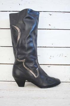 just added these vintage boots. black & beautiful! http://www.sugarsugar.nl/after-midnight-boots-p-9117.html?sort=1d