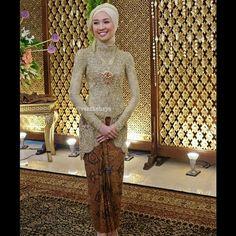 Vera Anggraini @verakebaya Instagram photos | Websta Kebaya Hijab, Kebaya Muslim, Hijab Dress, Hijab Outfit, Muslim Fashion, Hijab Fashion, Indonesian Kebaya, Gothic Fashion, Wedding Styles