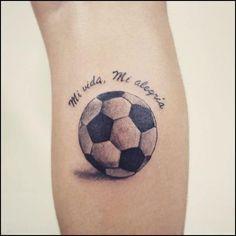 Risultati immagini per tatuajes de balones de futbol 3d Mini Tattoos, Leo Tattoos, Future Tattoos, Black Tattoos, Tattoos For Guys, Soccer Tattoos, Football Tattoo, Pineapple Tattoo, Tattoo Mutter