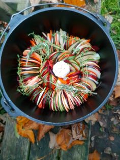 Prepare the most delicious dishes in your Stokem! For more information check our website. Camping Bbq, Green Eggs, Dutch Oven, Ratatouille, Tasty Dishes, Barbecue, Veggies, Ethnic Recipes, Foodies
