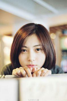 「何かイイのあった?」なんてレコ屋でこんな顔されたら...ヤバイ Beautiful Person, Beautiful Asian Girls, Cute Asian Girls, Cute Girls, Asian Short Hair, Girl Short Hair, Portrait Poses, Portrait Photography, Prety Girl