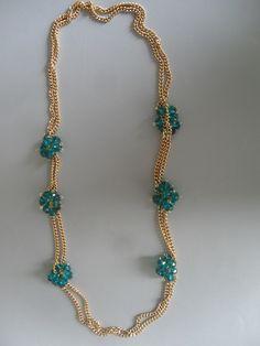 Sencillo pero sofisticado...collar largo con detalle de cristales checos color esmeralda