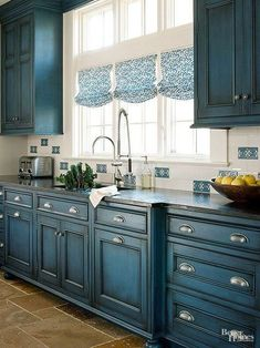Bin-style pulls underscore the cabinets' vintage essence. #kitchen #home #modern