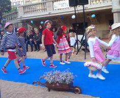 Los peques de la casa desfilando en la pasarela de moda infantil y baño Petit Style Walking en Barcelona