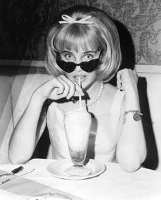 Sue Lyon, star of the 1962 film, Lolita, and her hair bow and heart-shaped sunglasses The Hair Hall of Fame: June 2011 1960s Fashion, Fashion Sale, Vintage Fashion, High Fashion, Womens Fashion, Frankenstein, Sue Lyon, Miss Pandora, Louise Ebel