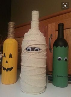 100+ Cheap DIY Dollar Store Halloween Decoration ideas to spook your guests - Hike n Dip Adornos Halloween, Fete Halloween, Spooky Halloween Decorations, Dollar Store Halloween, Halloween Crafts, Scary Decorations, Scarecrow Crafts, Garden Decorations, Diy Decoration