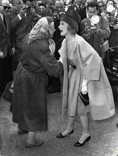 Marlene Dietrich greeted by crowds on her return to Berlin