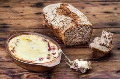 Μεθυσμένο ψωμί Food Categories, Bread Rolls, Greek Recipes, Food Art, Banana Bread, Camembert Cheese, Appetizers, Yummy Food, Baking