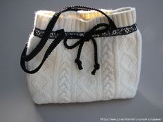 Recycled sweater - gift bag or handbag Sewing Hacks, Sewing Projects, Old Sweater, Cream Sweater, Recycled Sweaters, Diy Purse, Handmade Purses, 3d Prints, Diy Clothing
