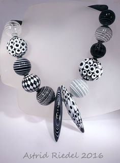 OP-Art Blown beads