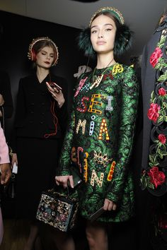dolce-and-gabbana-winter-2016-women-fashion-show-backstage-08
