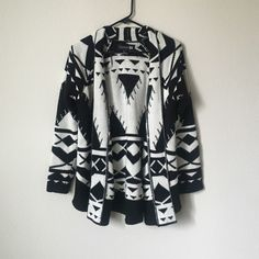 Forever 21 black and white cardigan Black and white patterned forever 21 sweater cardigan. Brand new without tags! Never worn! Forever 21 Sweaters Cardigans
